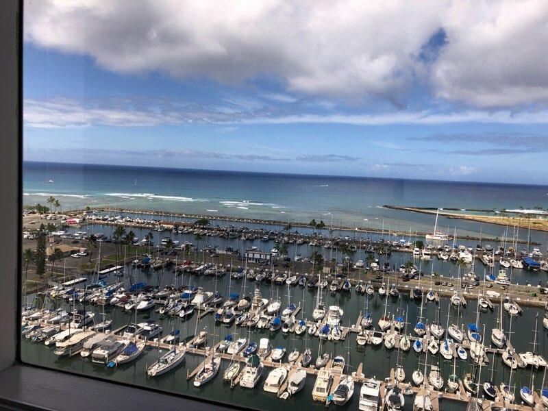 ハワイのプリンスワイキキの客室から見えるヨットハーバー
