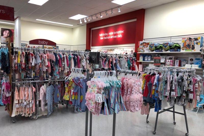 ハワイのワードエリアにあるT.J.Maxxの子供服・ベビー服の売り場