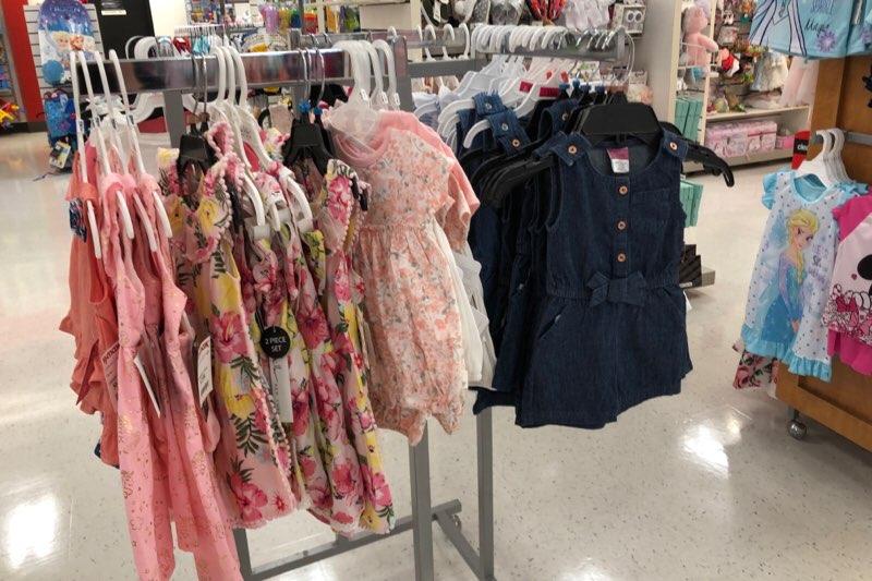 ハワイのワードエリアにあるT.J.Maxxの子供服・ベビー服の売り場 女の子