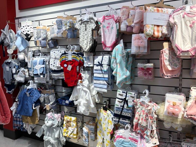 ハワイのワードエリアにあるT.J.Maxxの子供服・ベビー服の売り場 乳幼児
