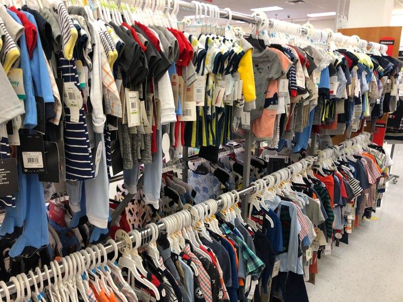 ハワイのワードエリアにあるT.J.Maxxの子供服・ベビー服の売り場 男の子