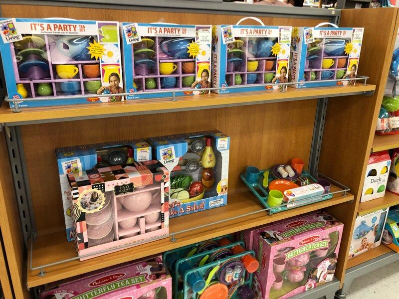 ハワイのワードエリアにあるT.J.Maxxの子供服・ベビー服の売り場 おもちゃ