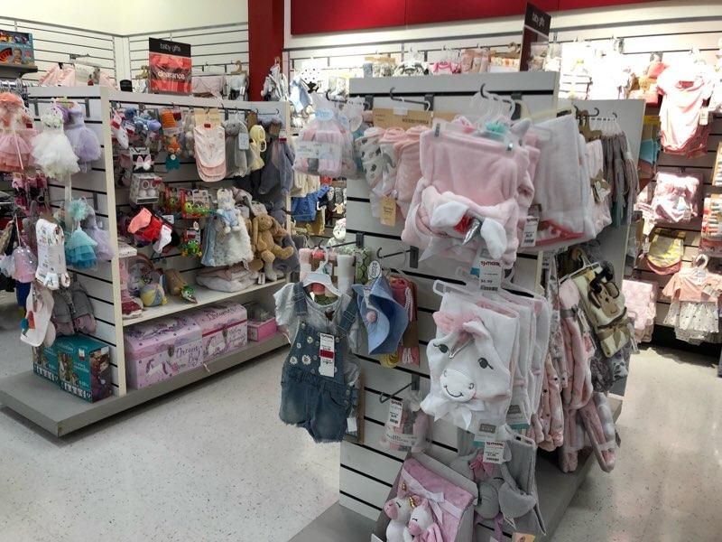 ハワイのワードエリアにあるT.J.Maxxの子供服・ベビー服の売り場 ベビー雑貨
