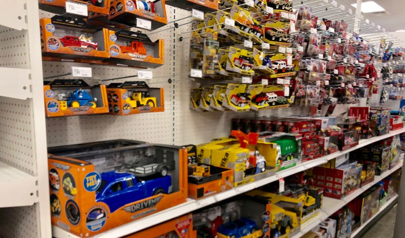 アラモアナのターゲットで購入できるおもちゃの車