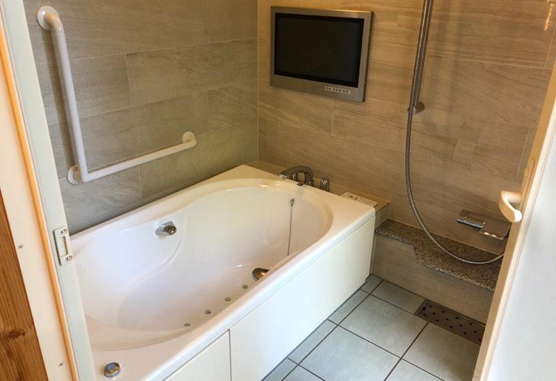 ザ・プリンス・ヴィラ軽井沢のテラスタイプのメインベッドルーム横のバスルーム