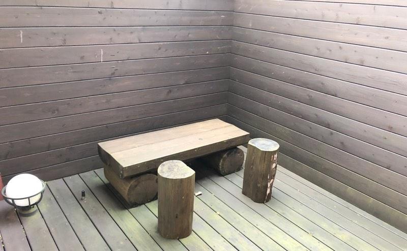ザ・プリンス・ヴィラ軽井沢のテラスタイプのメインベッドルーム横のバステラス