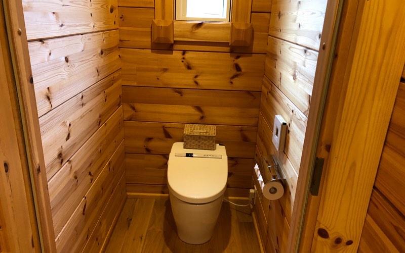 ザ・プリンス・ヴィラ軽井沢のテラスタイプのメインベッドルーム横のトイレ