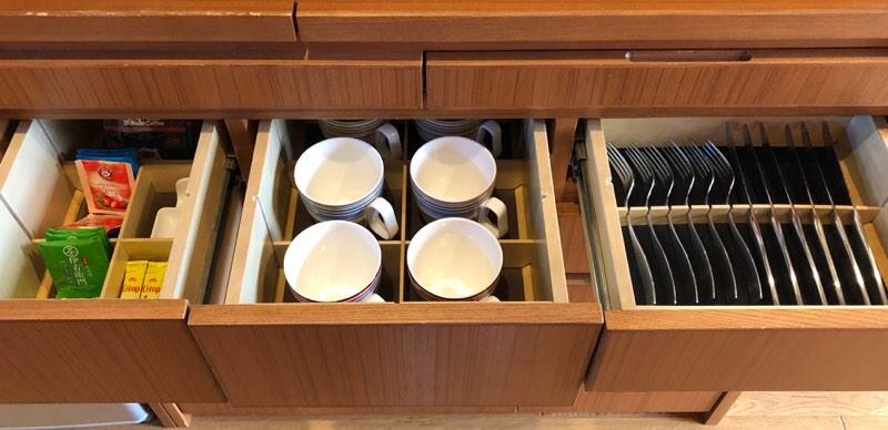 ザ・プリンス・ヴィラ軽井沢のテラスタイプのキッチンの食器類