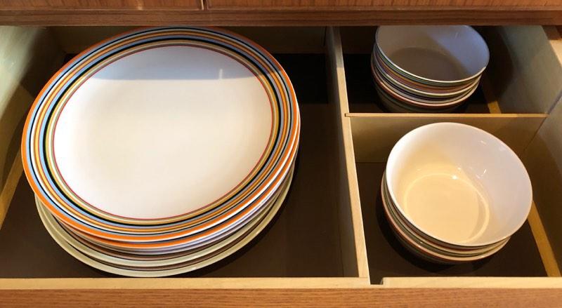 ザ・プリンス・ヴィラ軽井沢のテラスタイプのキッチンの食器