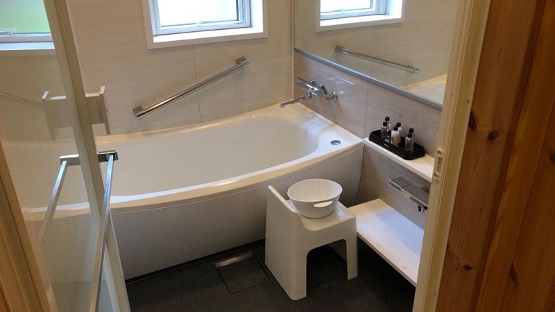 ザ・プリンス・ヴィラ軽井沢のテラスタイプのサブベッドルーム横のバスルーム
