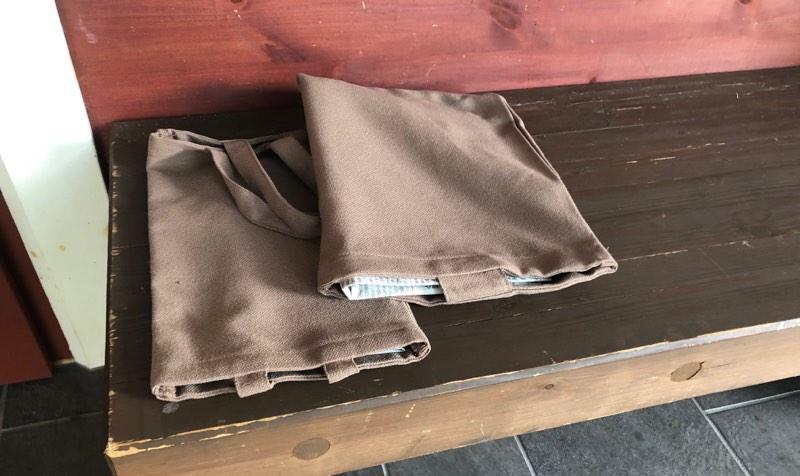 ザ・プリンス・ヴィラ軽井沢のテラスタイプの玄関に置かれた朝刊