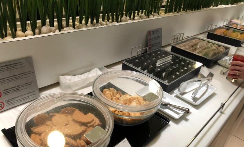 成田空港の国内線ANAラウンジの軽食