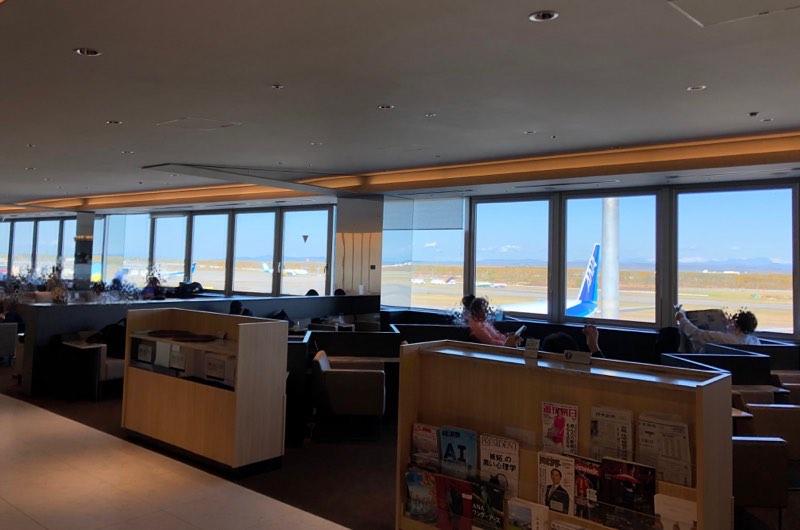 新千歳空港のANAラウンジの内観