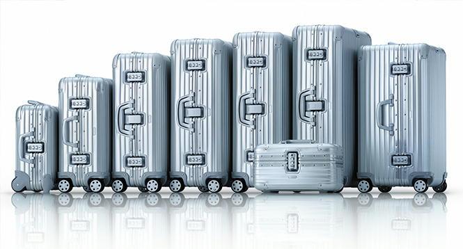 リモワの中でも代表的なトパーズシリーズです。トパーズシリーズはサイズが豊富にあるので様々な旅行者から絶大な支持を得ているリモワの代表的なシリーズと言えます。日本人でも多くの人がこのトパーズシリーズを所有しており、空港などでよく見かけます。