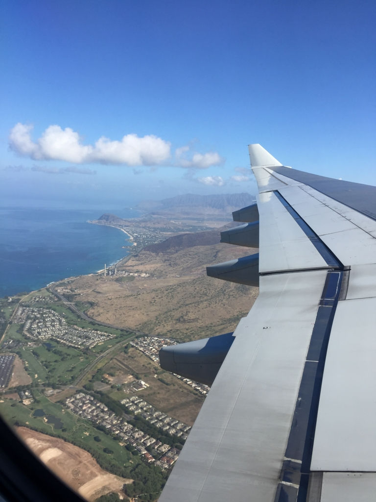 ハワイ行きの機内で撮った写真です。ハワイの住宅街が見えます。
