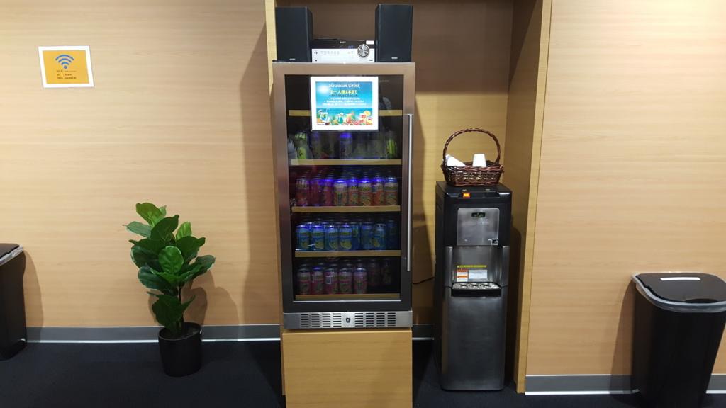 ジュースが置いてある冷蔵庫。ジュースもセルフサービス。