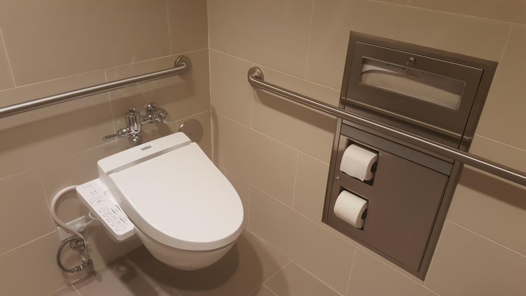 ウォシュレット完備のトイレ