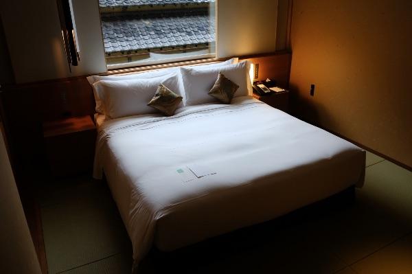 翠嵐のスイートルーム「暁露」のベッドルーム