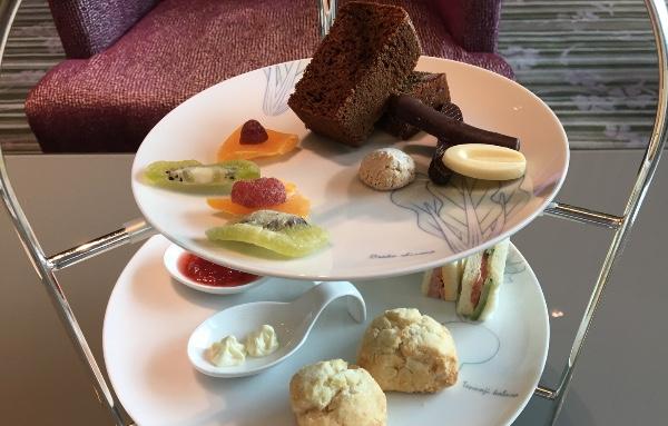 大阪マリオット都ホテルのクラブラウンジのデザートセット