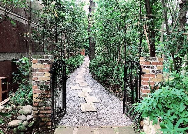 ザ・ウェスティン・ガーデンの中門