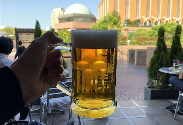 ビアステーション恵比寿のテラスで飲むビール