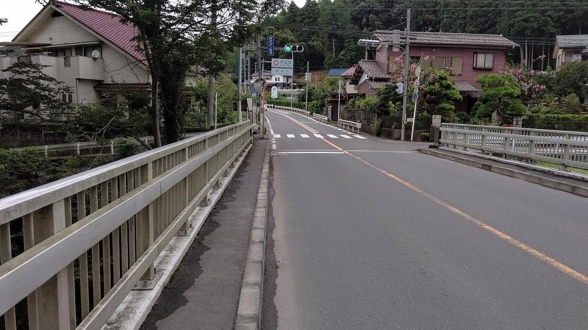 小曾木街道と成木川