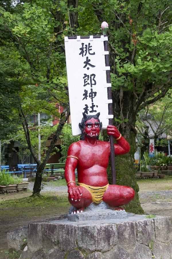 桃太郎神社には鬼もいる(写真:HiC/photoAC)