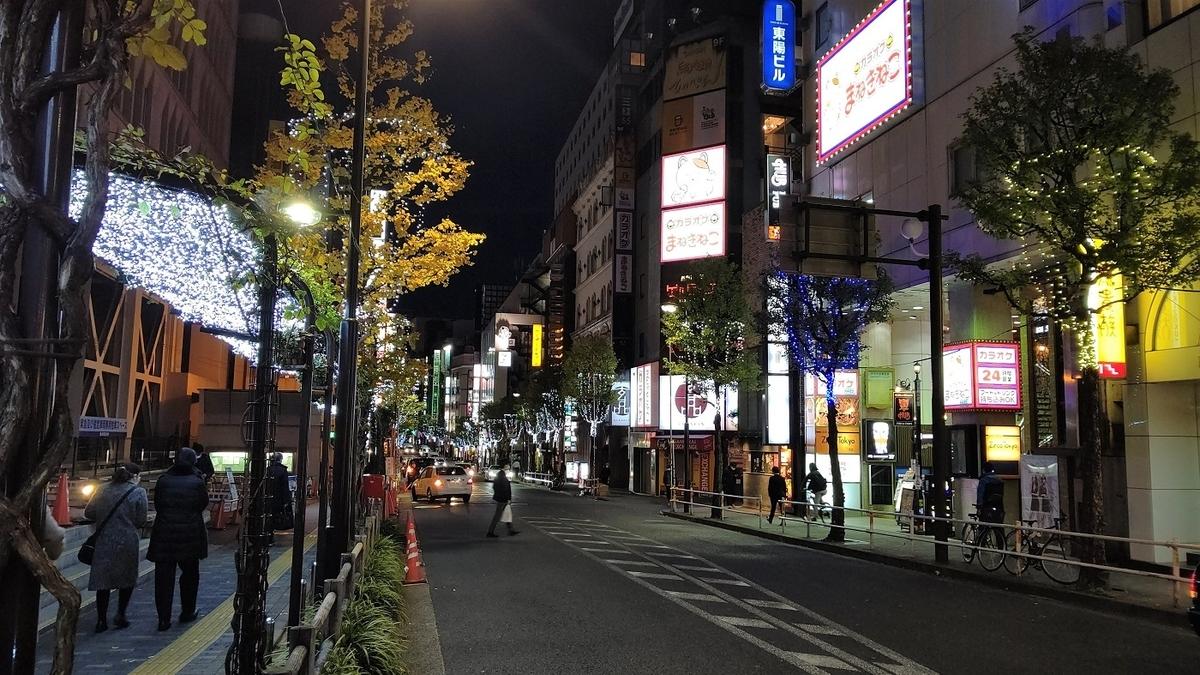 歌舞伎町 区役所通り イチョウ ワイングラス