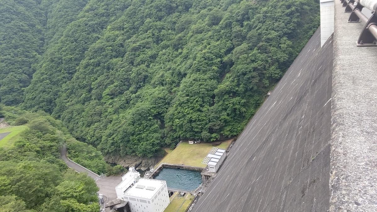 高さ149mのダム