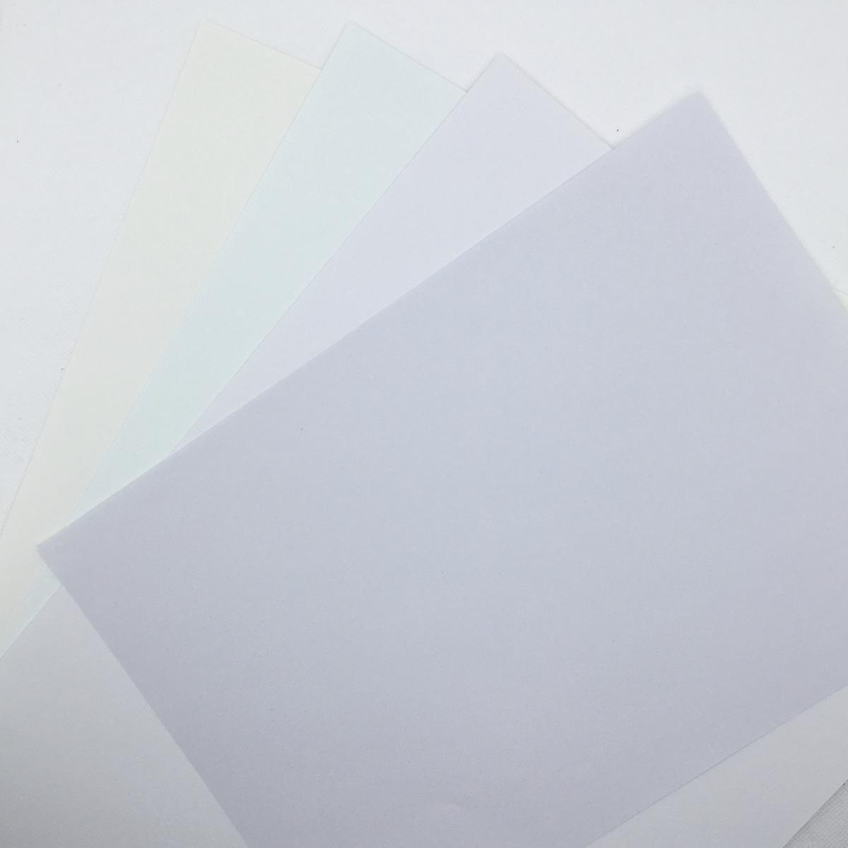 四種類の白色の紙をAmzdeal撮影ボックスに入れてライトを点けたところ