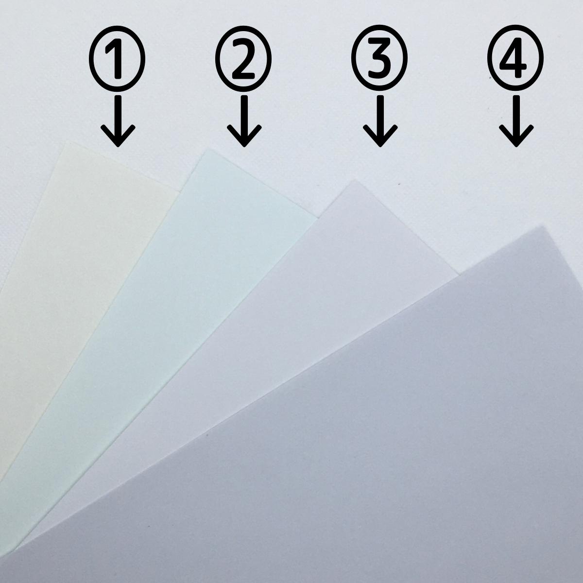 四種類の白色の紙に番号を振った