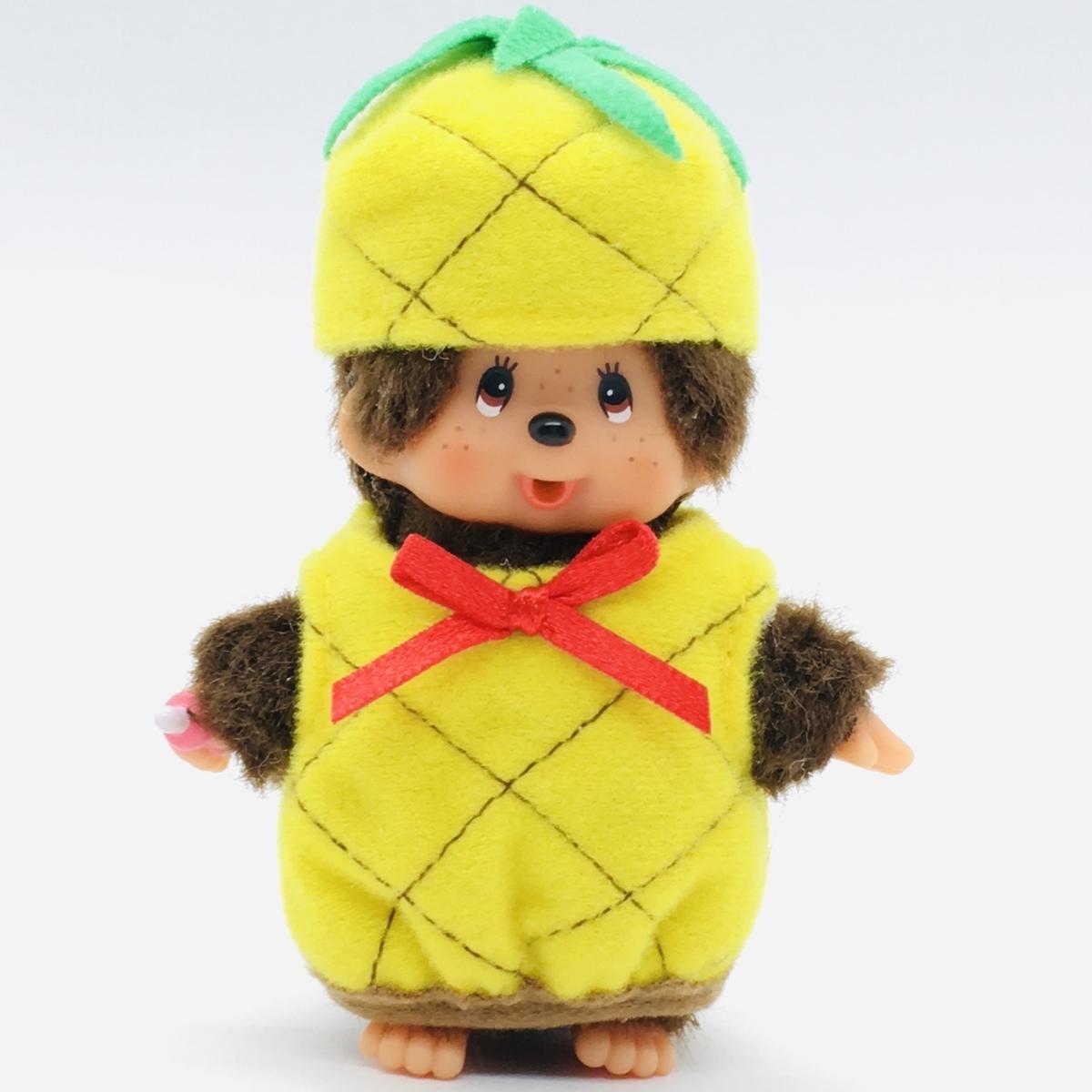 沖縄県限定のパイナップルモンチッチの衣装を試着してみたところ