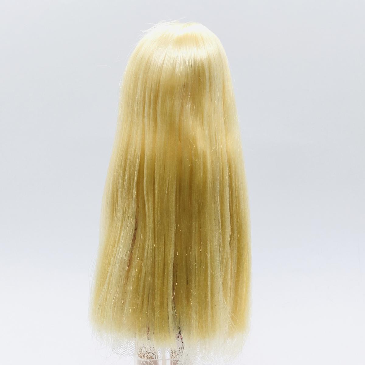 ウィッグオイルでお手入れをしたみさきちゃんの髪を後ろから見たところ