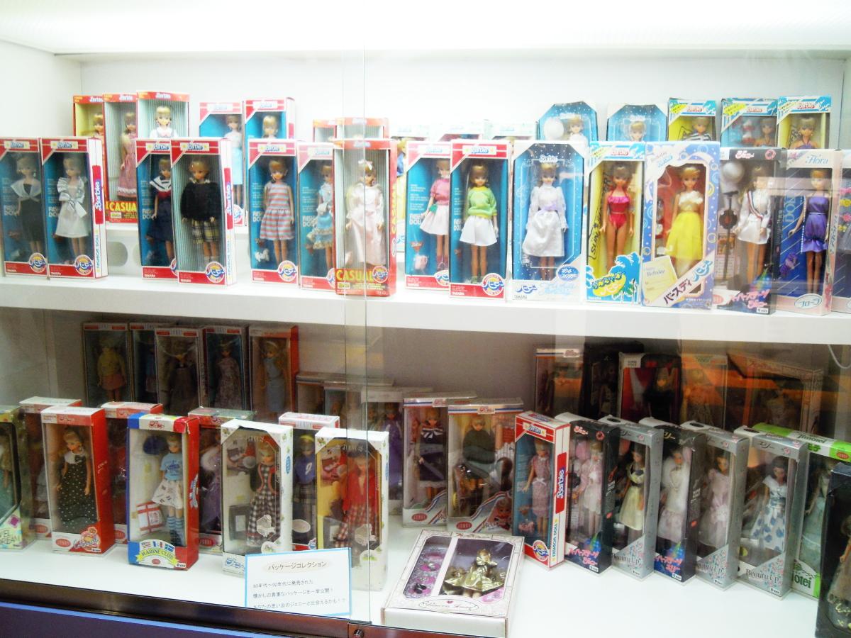福島県リカちゃんキャッスル内リカちゃんミュージアムでのジェニーの箱入りドールの展示