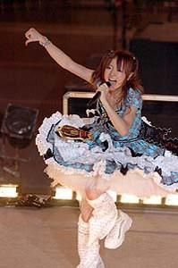 ラストステージを元気に歌い踊った紺野あさ美。