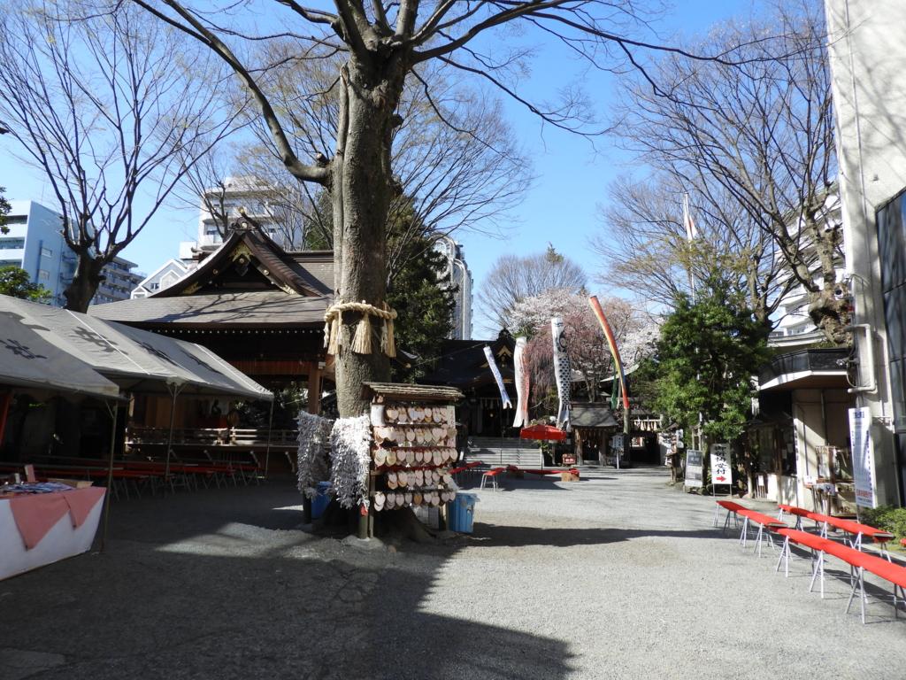 子安神社の境内