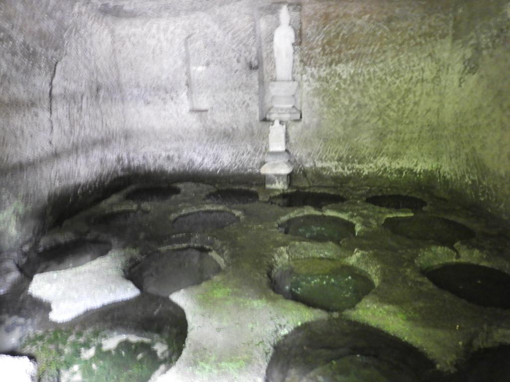 十六井戸の内部