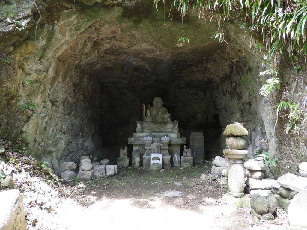 妙法寺の化粧窟