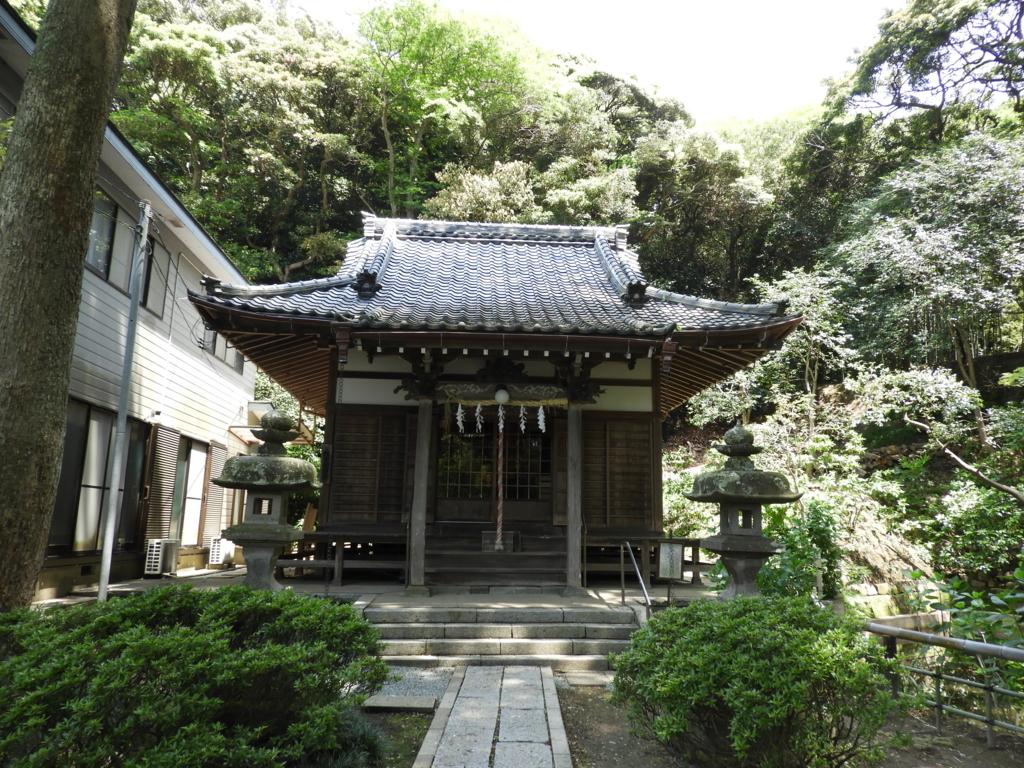 妙本寺の蛇苦止堂