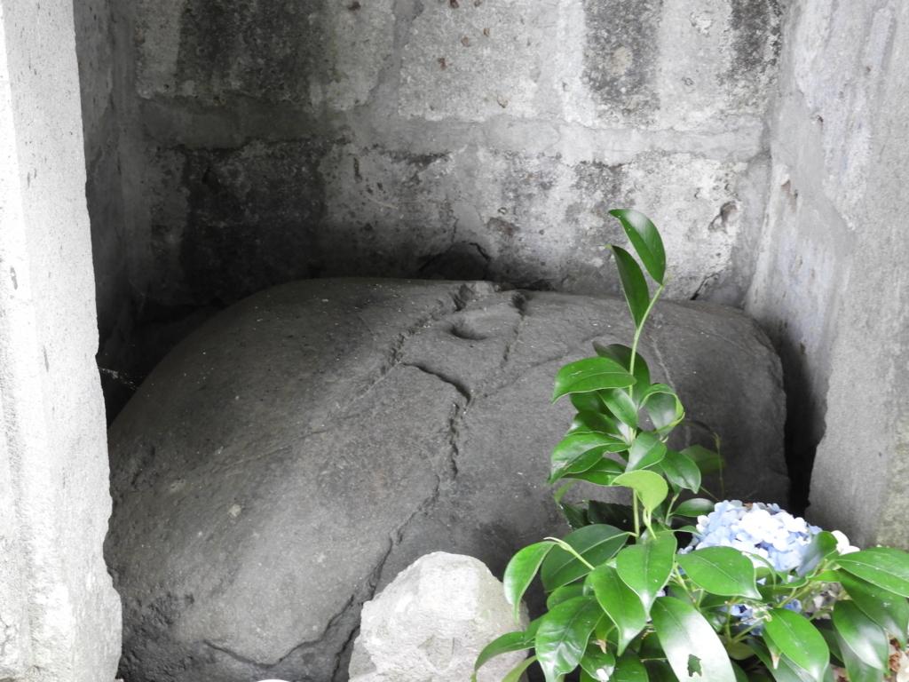 豆腐川の河口にあったという石