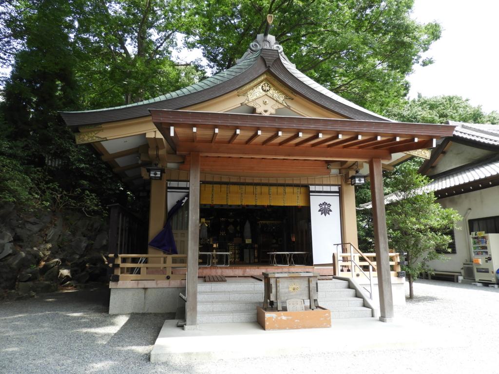 二基の神輿を収蔵する白旗神社の神輿蔵