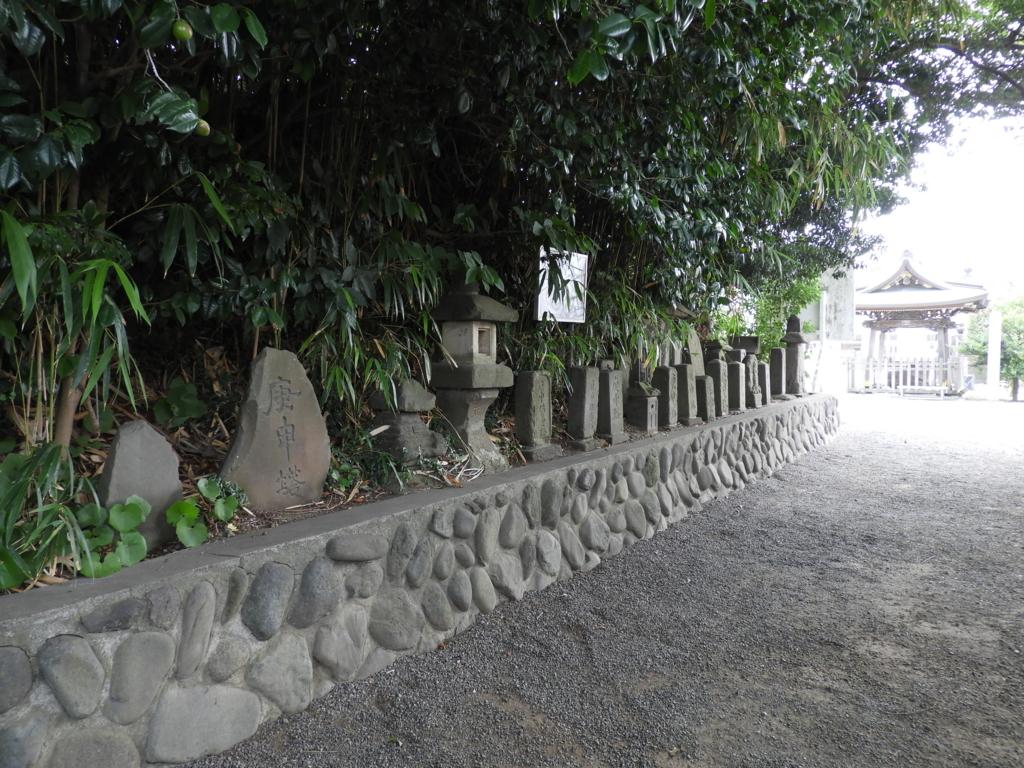 白旗神社の庚申塔と江ノ島弁財天道標