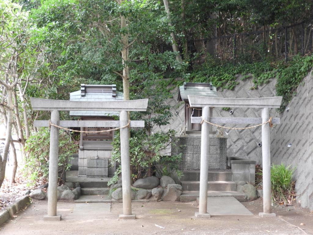 白旗神社の謎の祠