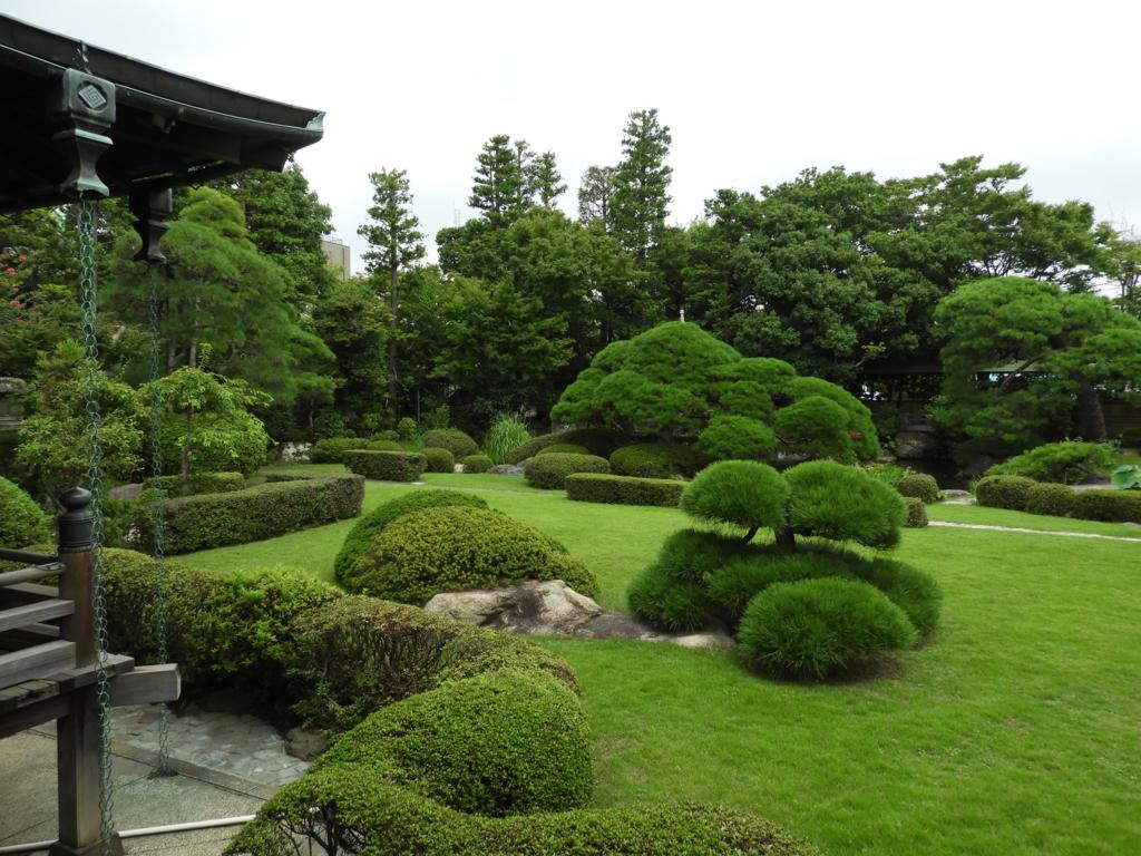 庭園の遼渓園