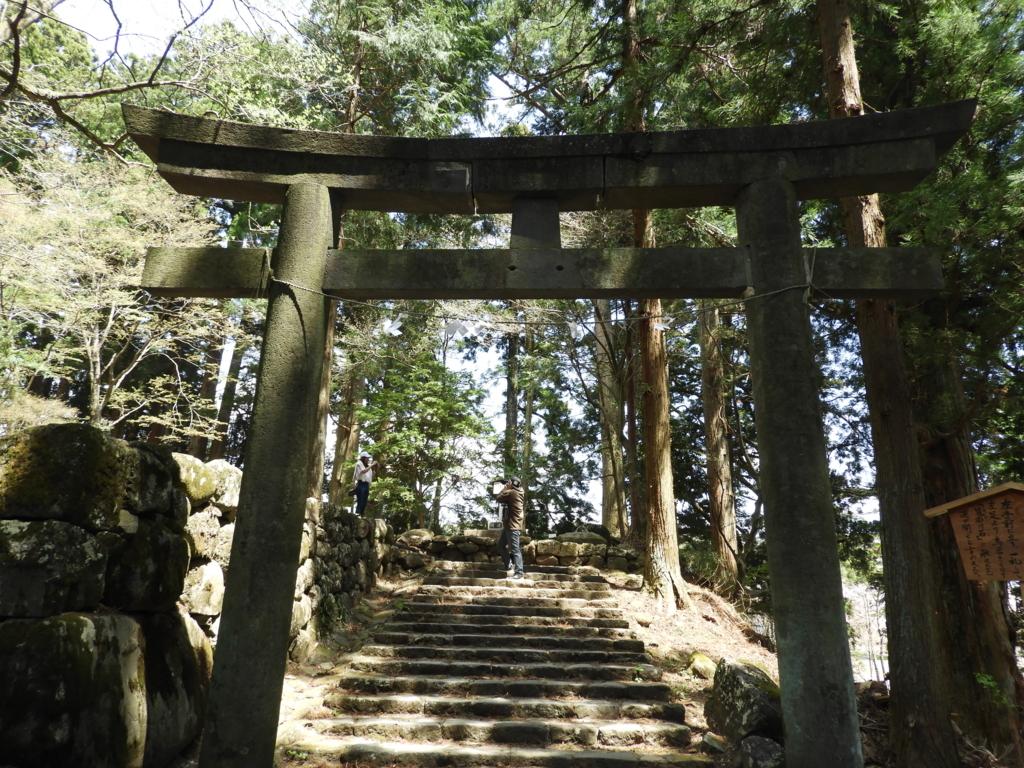 本宮神社の開運の石鳥居