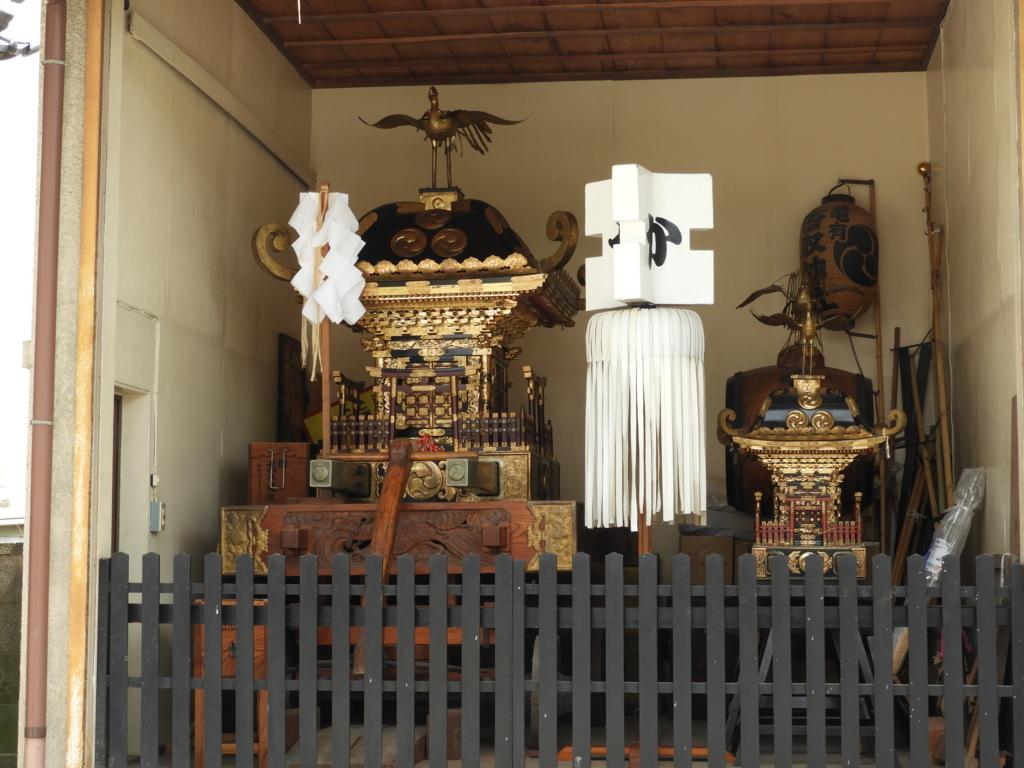 亀有香取神社の総漆塗りで鳳凰を戴く古神輿