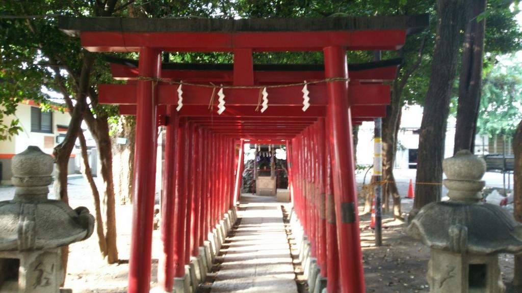 千本鳥居の奥にある威徳稲荷神社る