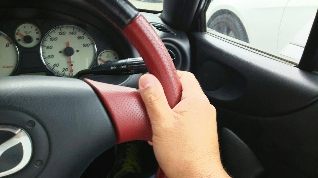ハンドルを握る右手の位置