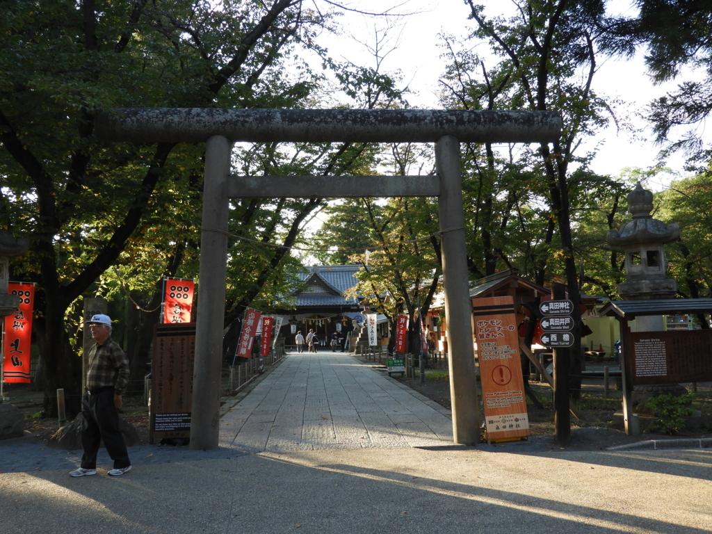 東虎口櫓門を抜けた正面にある眞田神社の大鳥居