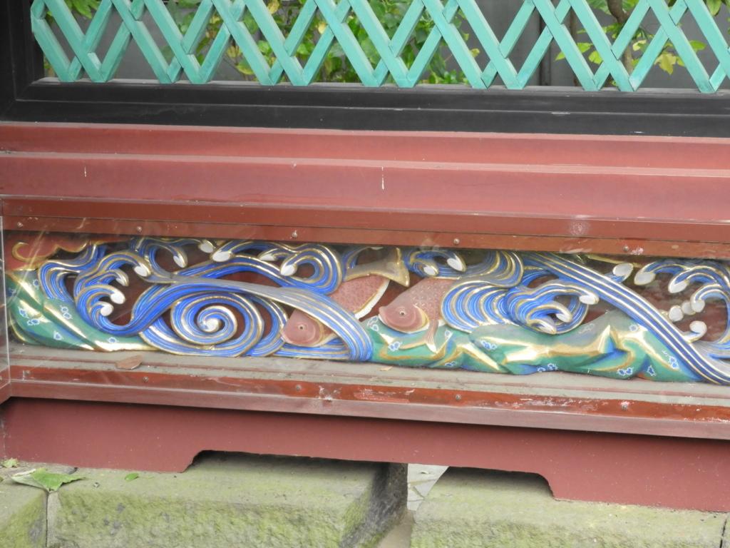 透塀の下段に表現された海川の動物